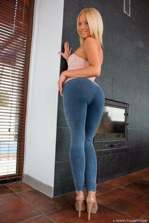 Perfect Ass Milfs Porn